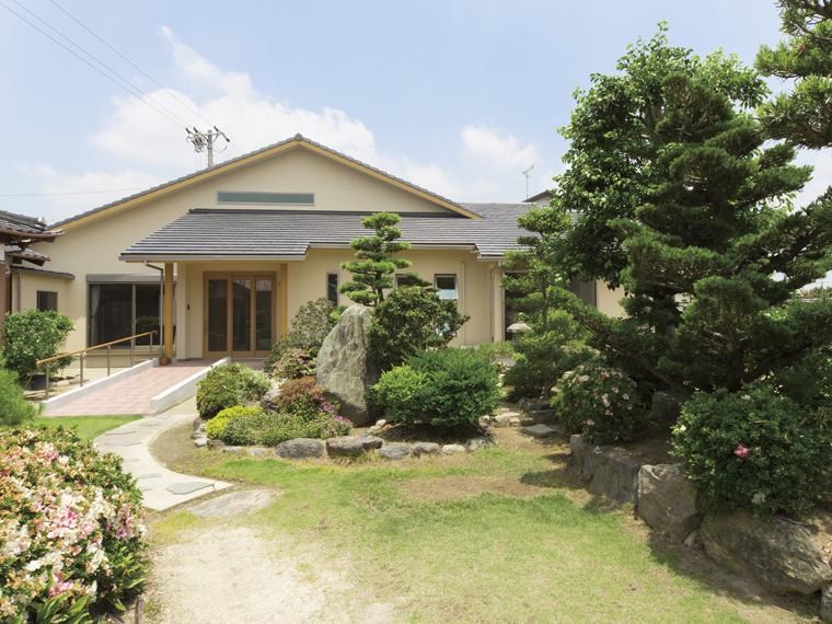 三河の家|安水建設|愛知県三河エリアの木造注文住宅・リフォーム大屋根が印象的な小川の家