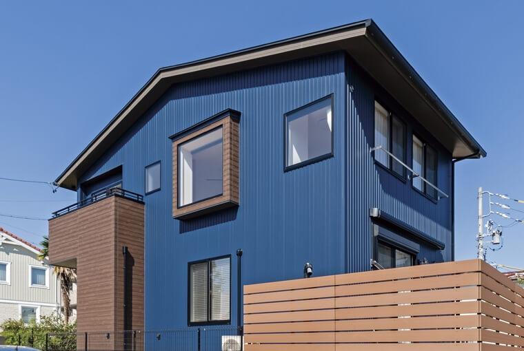風をよびこむ窓は|io(イーオ)|家族が心地よく暮らせる私サイズの家|安水建設光を呼び込むスクエア窓の家
