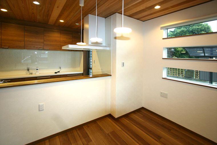 座がもてなす二世帯住宅 三河の家 木の香り漂う贅沢なくつろぎの注文住宅 安水建設