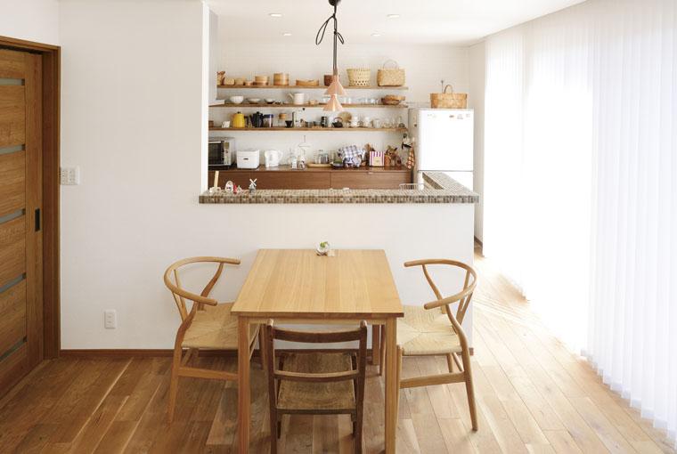 木と、光と、風と暮らす家 io(イーオ) 家族が心地よく暮らせる私サイズの家 安水建設