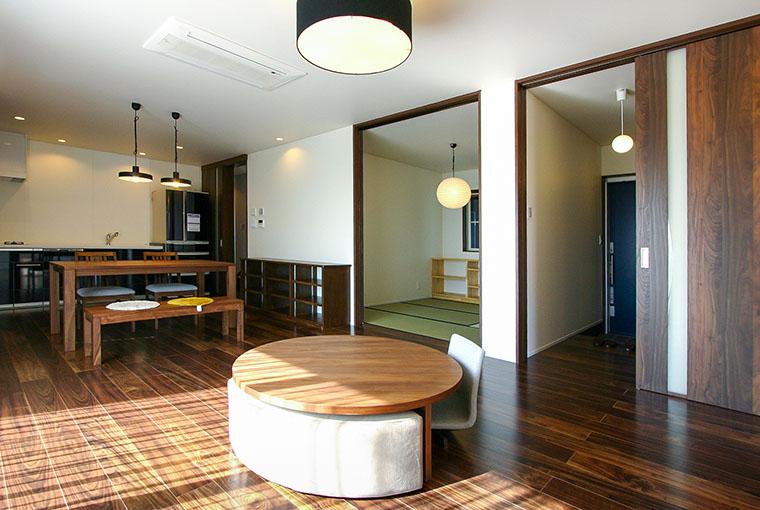 庭を囲む土間のある家|io(イーオ)|家族が心地よく暮らせる私サイズの家|安水建設マイアートハウス