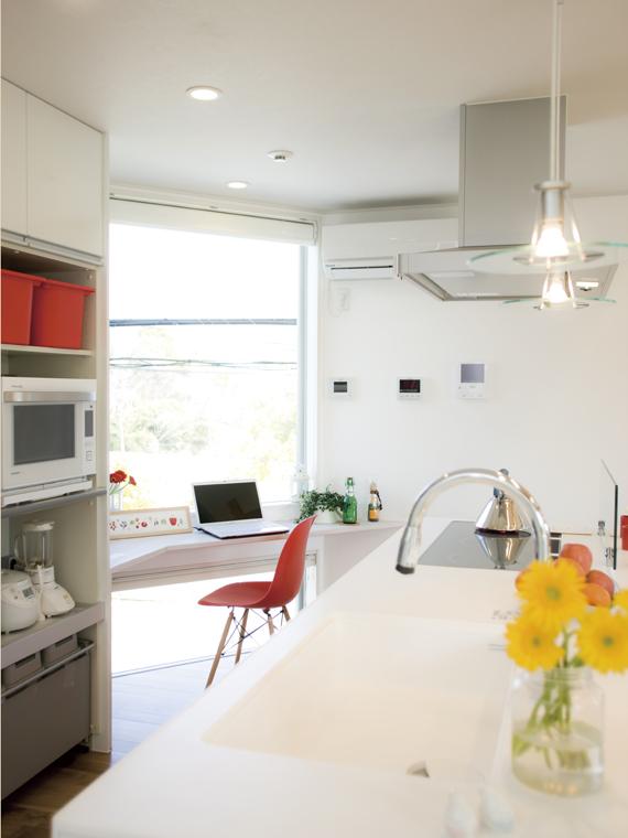 庭を囲む土間のある家|io(イーオ)|家族が心地よく暮らせる私サイズの家|安水建設