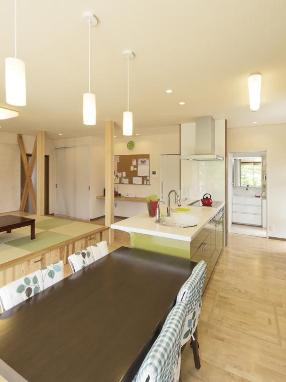 大屋根が印象的な小川の家|三河の家|木の香り漂う贅沢なくつろぎの注文住宅|安水建設