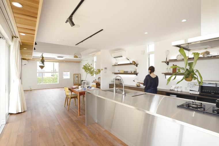 暮らしを彩る中庭のある家|io(イーオ)|家族が心地よく暮らせる私サイズの家|安水建設