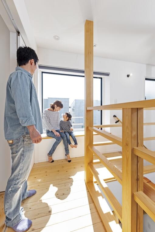 光を呼び込むスクエア窓の家 io(イーオ) 家族が心地よく暮らせる私サイズの家 安水建設