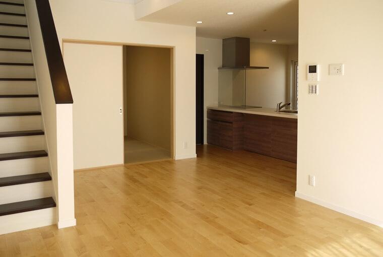 やわらかな光がそそぐ吹き抜けのある家|エースホーム|デザインと性能を兼ね備えた規格型住宅|安水建設