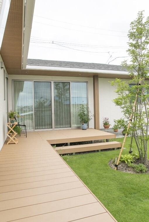 シンボルツリーを囲むプライベートガーデンの家|エースホーム|デザインと性能を兼ね備えた規格型住宅|安水建設