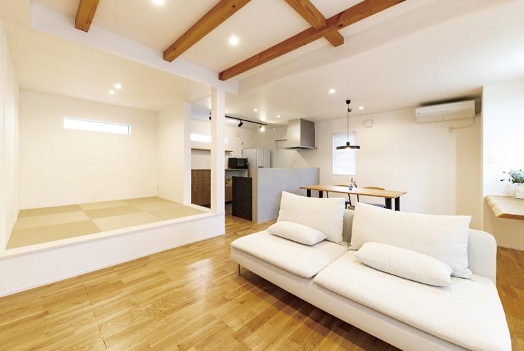 庭を囲む土間のある家|io(イーオ)|家族が心地よく暮らせる私サイズの家|安水建設素材を楽しむインダストリアルハウス