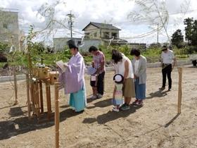 非公開: 自然とつながる大きなデッキのある家 地鎮祭