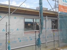 非公開: シンボルツリーを囲むプライベートガーデンの家(建築中) 外壁工事