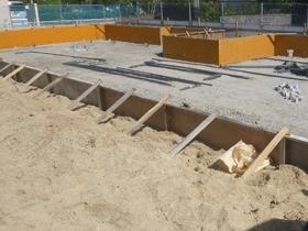 非公開: シンボルツリーを囲むプライベートガーデンの家(建築中) 基礎工事