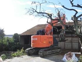 非公開: 木に包まれて暮らす二世帯平屋建て(只今建築中) 解体工事