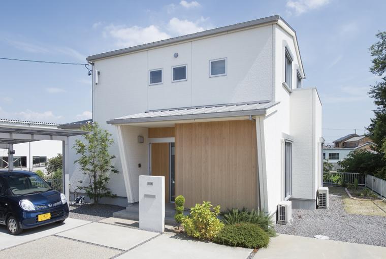 庭を囲む土間のある家|io(イーオ)|家族が心地よく暮らせる私サイズの家|安水建設ゆるやかなNaturalBox
