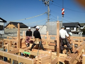 非公開: 大屋根が印象的な小川の家(建築中) 上棟の様子