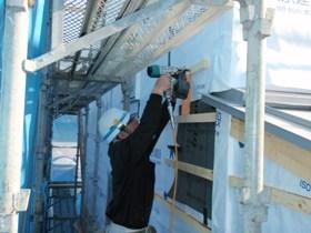 非公開: 自然素材のぬくもりが心地いい家(建築中) 外壁工事