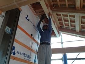 非公開: 吹き下ろし屋根のガレージをもつ和邸(建築中) 外壁工事