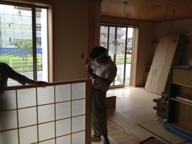 非公開: 吹き下ろし屋根のガレージをもつ和邸(建築中) 建具工事
