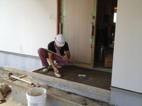 非公開: 吹き下ろし屋根のガレージをもつ和邸(建築中) 左官工事