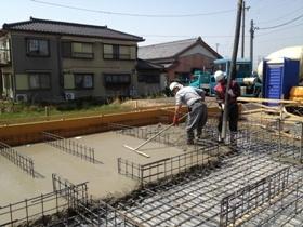 非公開: 吹き下ろし屋根のガレージをもつ和邸(建築中) 基礎工事