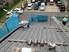 非公開: 吹き下ろし屋根のガレージをもつ和邸(建築中) 屋根工事