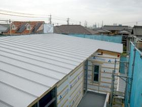 非公開: 暮らしを彩る中庭のある家(建築中) 屋根工事