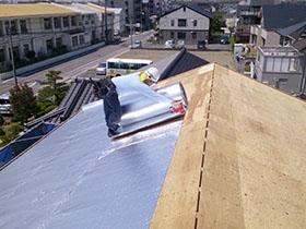 非公開: ほどよくつながったなごみの家 ~モダン二世帯住宅~(建築中) 屋根工事