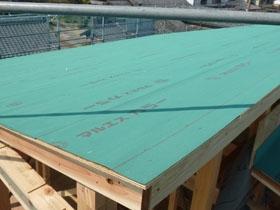非公開: 真っ白なスタイリッシュハウス(建築中) 屋根工事