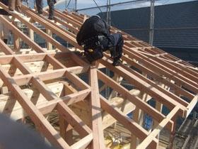 非公開: 二世帯で暮らすモダンインテリアの家(建築中) 上棟の様子
