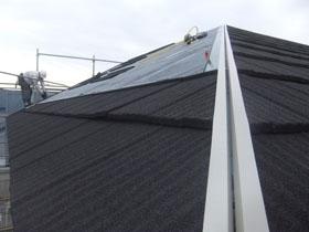 非公開: 二世帯で暮らすモダンインテリアの家(建築中) 屋根工事