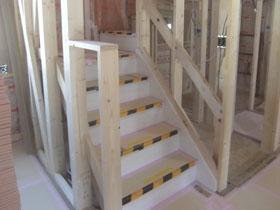 非公開: 二世帯で暮らすモダンインテリアの家(建築中) 木工事