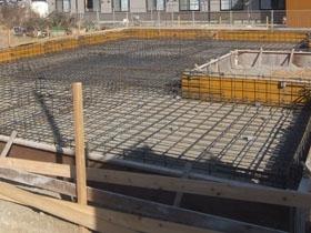 非公開: 二世帯で暮らすモダンインテリアの家(建築中) 基礎工事