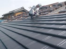 非公開: 無垢一枚板カウンターのある和邸(建築中) 屋根工事