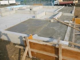 非公開: 無垢一枚板カウンターのある和邸(建築中) 基礎工事