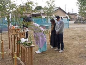 非公開: 色や素材を楽しむハンサムな木の家(建築中) 地鎮祭