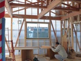 非公開: 暮らしを愉しむ自然素材の平屋建て(建築中) サッシ工事