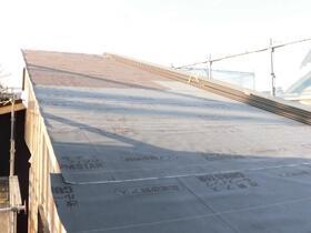 非公開: 暮らしを愉しむ自然素材の平屋建て(建築中) 屋根工事