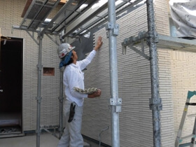 非公開: 木に包まれて暮らす二世帯平屋建て(只今建築中) 外壁工事