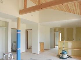 非公開: 木に包まれて暮らす二世帯平屋建て(只今建築中) クロス工事