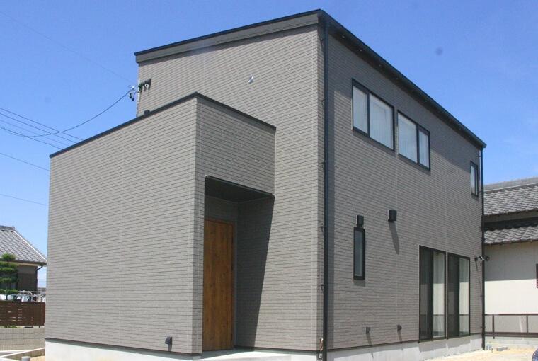 庭を囲む土間のある家|io(イーオ)|家族が心地よく暮らせる私サイズの家|安水建設無垢と暮らすナチュラルシックな木の家