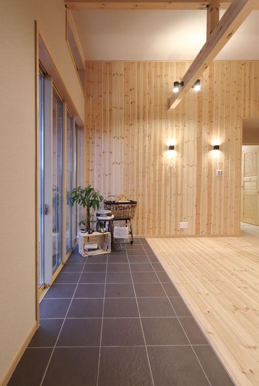 フラットハウスBERET(ベレー)|HUCK|DIYできるログハウスデザイン|安水建設