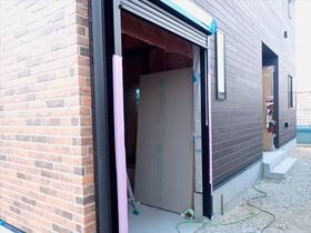 赤いドアのブルックリンスタイルサロン 外壁状況