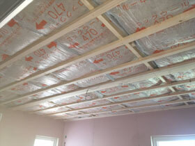 平屋の暮らしをイメージしたフレキシブルな家 断熱材敷込み