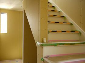 遊べる玄関土間のある家 階段造作